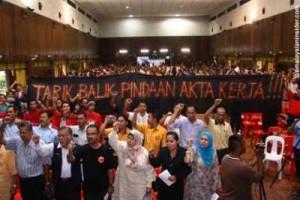 Ahli-ahli MTUC sewaktu perhimpunan peringkat Selangor-Wilayah Persekutuan, 2 Disember 2011.