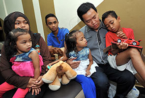 Kuala Lumpur SOSCO director Mohamad Asri Ngosman spending time with the five siblings after presenting their Dependant Benefits. -BERNAMA Photo