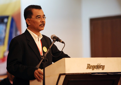 Railwaymen's Union of Malaya (RUM) president Abdul Razak Md Hassan was sacked after leading a picket against KTMB president Datuk Elias Kadir. Razak has been told that if he wants his job back, he is to apologise daily for three months. – The Malaysian Insider file pic, February 2, 2015.