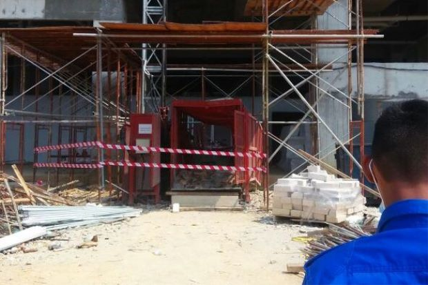 The elevator which the four construction workers were in.