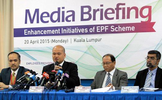 Chief Executive Officer of Employees Provident Fund Malaysia (EPF), Datuk Shahril Ridza Ridzuan (2nd from left) together with Deputy Chief Executive Officer (Strategy) of Employees Provident Fund Malaysia (EPF), Tunku Alizakri Raja Muhammad Alias (left), Deputy Chief Executive Officer (Operations) of Employees Provident Fund Malaysia (EPF), Datuk Mohd Naim Daruwish and Deputy Chief Executive Officer (Investment) of Employees Provident Fund Malaysia (EPF), Mohamad Nasir Ab Latif (right) during Employees Provident Fund Malaysia (EPF) Media Briefing 'Enhancement Initiatives of EPF Scheme' in Kuala Lumpur. Pix by Aizuddin Saad