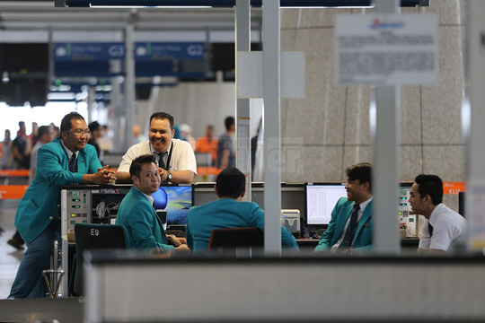 MAS staff have another 11 days to decide to re-join MAS Bhd, which will start operations on September 1. However, the new company no longer recognises existing unions and not all 14,000 employees will be offered permanent contracts. – The Malaysian Insider pic by Kamal Ariffin, June 2, 2015.