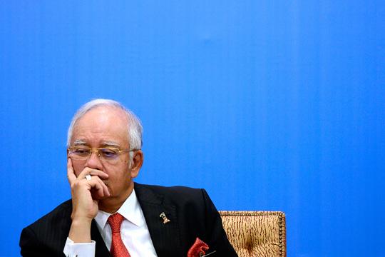 Sektor swasta negara disarankan berkongsi keuntungan syarikat dengan kakitangan mereka dengan menetapkan kadar pampasan sekurangnya 40% daripada Keluaran Dalam Negara Kasar (KDNK) menjelang tahun 2020, kata Datuk Seri Najib Razak. – Gambar fail The Malaysian Insider, 16 November, 2015.
