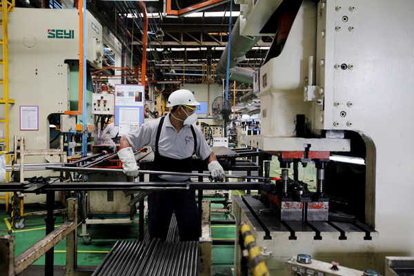 Factory worker industry business Malaysia - TMI