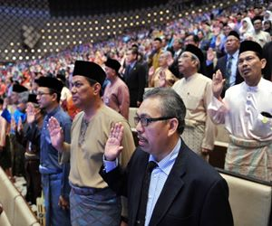 Civil servants taking oath (Bernama File Picture)